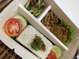 Nasi Ayam Serundeng