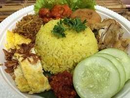 Nasi Kuning Saus Padang