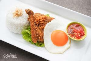 Kulina - Nasi putih, Ayam Goreng dan Telur Balado
